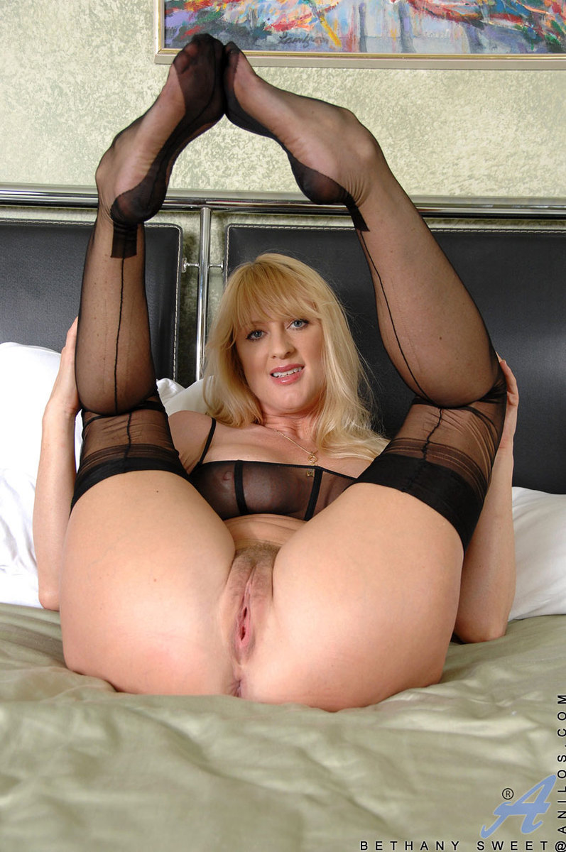 Amateur milf changing