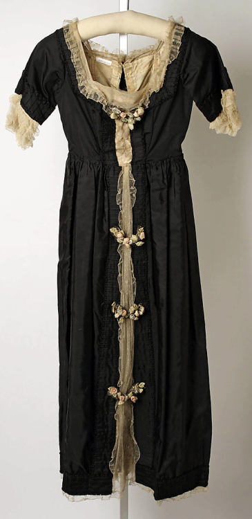 omgthatdress:  Dinner Dress Lucile, 1918 The Metropolitan Museum of Art