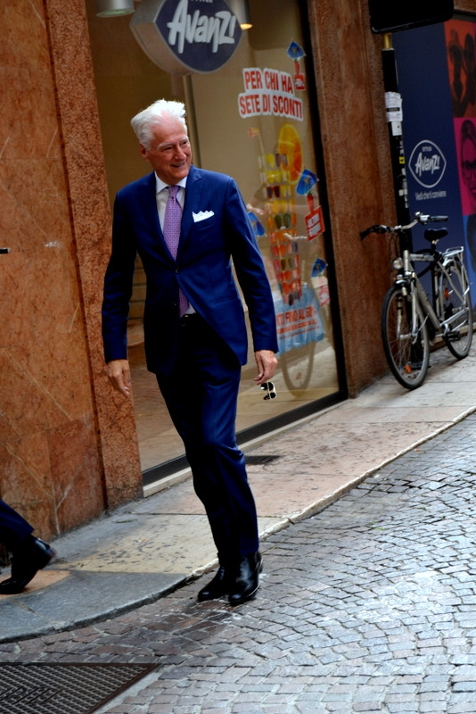 thepeopleandthecity:  Gentleman in Verona. #verona #gentleman #style   Yes