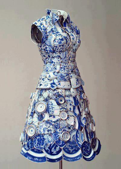 Dress made entirely of porcelain, by Li Xiaofeng