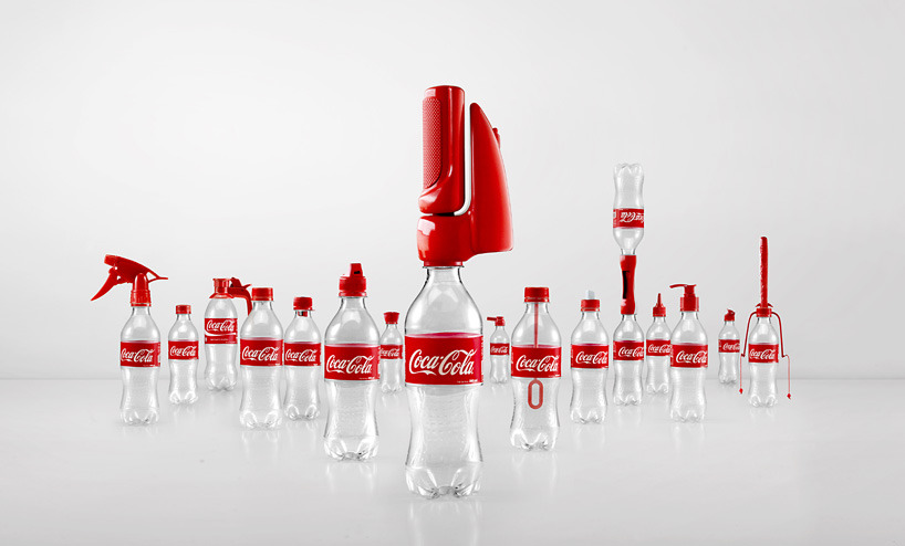 Coca Cola Pro-Reciclaje.  Coca Cola creo una amplia variedad de tapas de botella con diseños originales que permiten reutilizar el envase de plástico. Las tapas rediseñadas serán repartidas en Tailandia de modo que los habitantes comiencen a emplearlas. Noticia Completa: http://www.designboom.com/design/coca-cola-2nd-lives-caps-campaign-ogilvy-mather-06-03-2014/