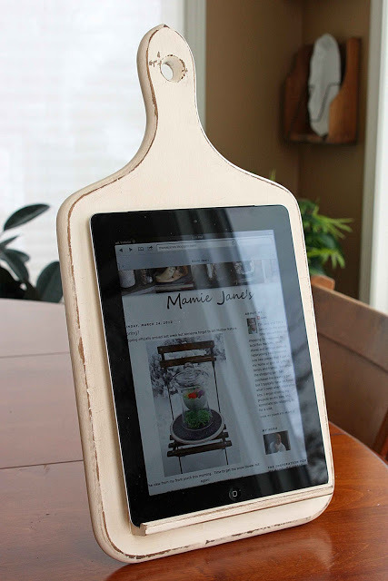 ebookporn:  Mamie Jane's Kitchen Tablet Holder How to make it yourself here