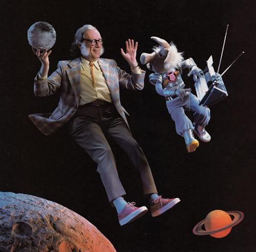 theweirdtales:  Isaac in the sky with muppets.  Asimov num fascículo da Muppet Magazine