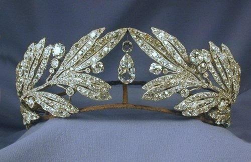 purebeachboho:  buddhabrot:  Laurel Leaf Tiara belonging to Queen Sophia of Greece   i want a tiara omg