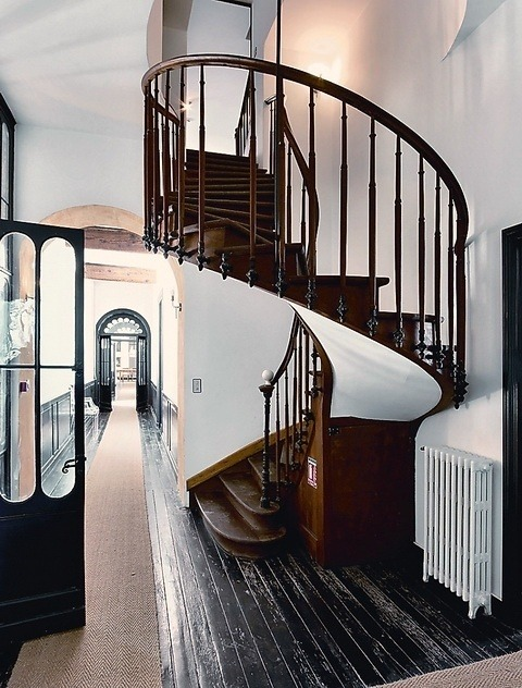 alove4coffeechocolatenhim:  French Staircase Design