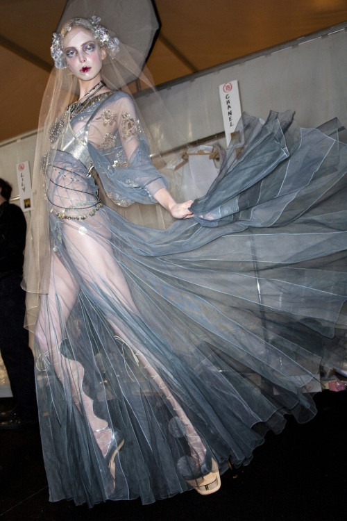 girlannachronism:  John Galliano fall 2009 rtw backstage
