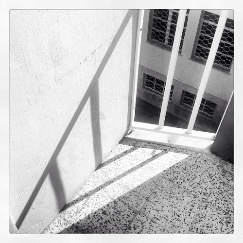 #bw #blackwhite #blackandwhite #ipad #digital #shadow #sombra #ilusão #illusion #portugal  (em Costa de Caparica)