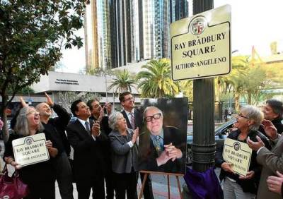 thelifeguardlibrarian:  Intersection near L.A. library named for Ray Bradbury Cutest!
