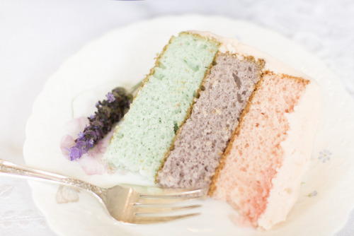 serendipity-precious:  ombre cake with buttercream frosting by Making Magique on Flickr.