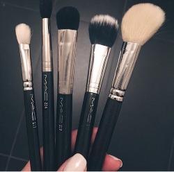 makeup brushes MAC Cosmetics