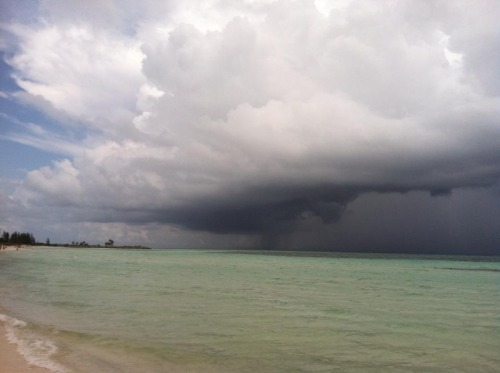 saddenedopal:  Thunderstorm in the Bahamas
