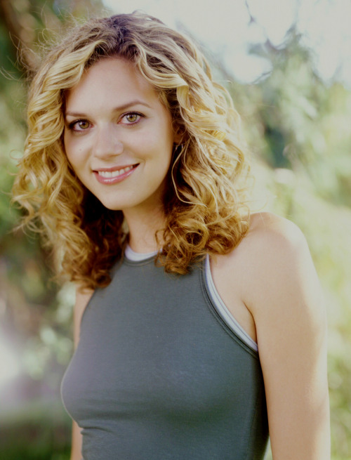 33/200 Pictures of Hilarie Burton