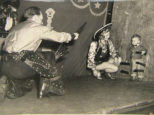 weirdvintage:  Knife throwing act, date unknown (via Pictures in Time)