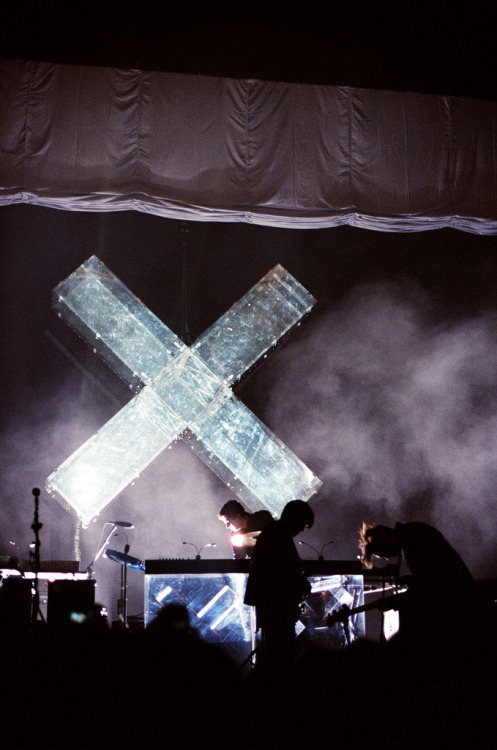 ayysarah:  hhhhhhhhhhhelen:  uncreativeminds:  the XX  ONE WEEK  the xx ♥