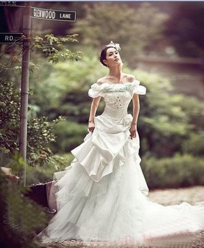 Untitled the world 39 s most expensive wedding dress for Worlds most expensive wedding dress