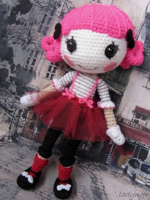 lunalove513:  i need to learn how to make dolls. lol.  It's a crocheted Lalaloopsy! <3