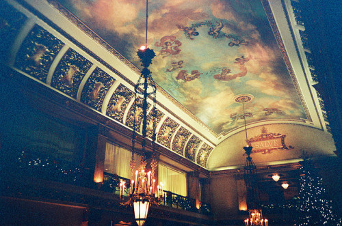 restinctio:  Pfister Hotel, Milwaukee, WI by Kathryn Yu on Flickr.