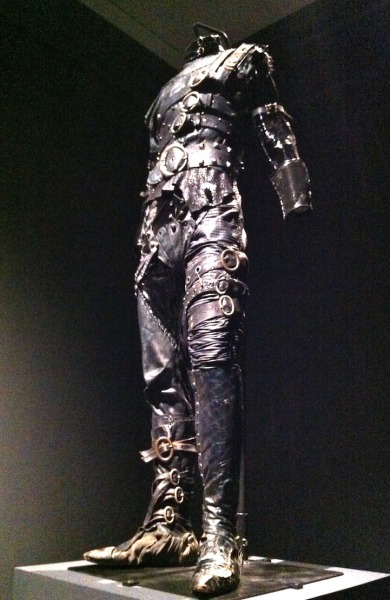 fer1972:  Edward Scissorhands Costume (found on Tim Burton Life's Work at LACMA)  Got to see It