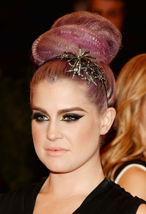 Love love love love Kelly Osbourne makeup from the Met Gala 2013.