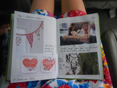 juliarobrien:  Journal and Floral Dress