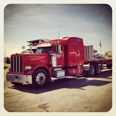#rigs #roadwarriors #redrides #truckworld #truckoftheday