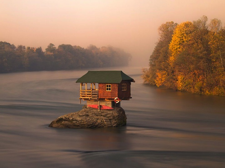 minusmanhattan:  River House, Serbia by Irene Becker. The house has remained atop the rock since 1968.