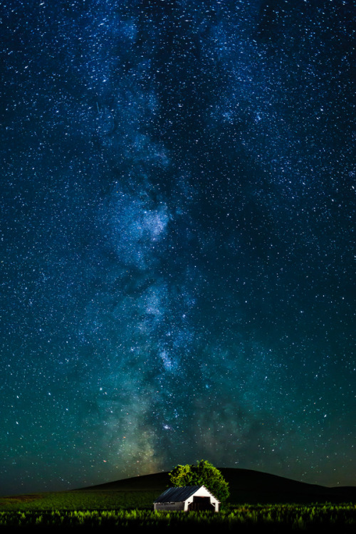 the-absolute-best-photography:  llbwwb:Milky way by Pult Sakdhnagool.  You have to follow this blog, it's really awesome!