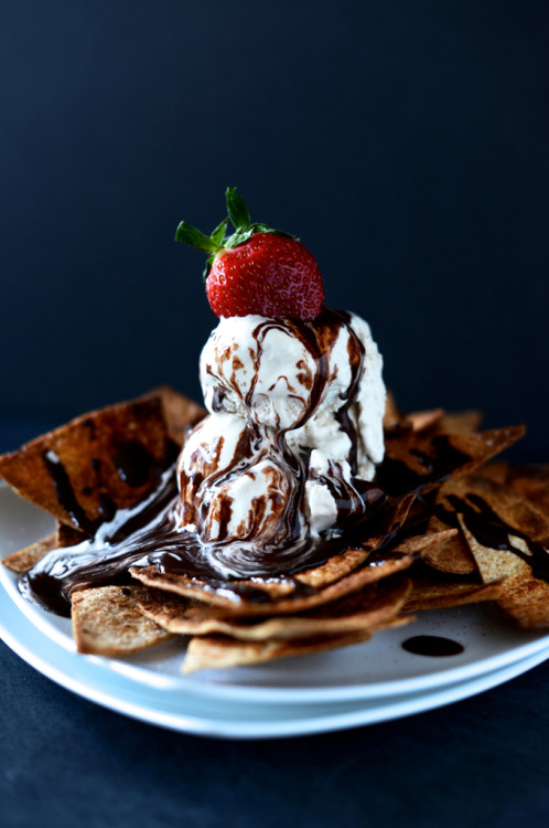 gastrogirl:  vegan dessert nachos with coffee ice cream.