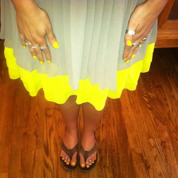 Yay my nails match my dress!!! 💁💅👗