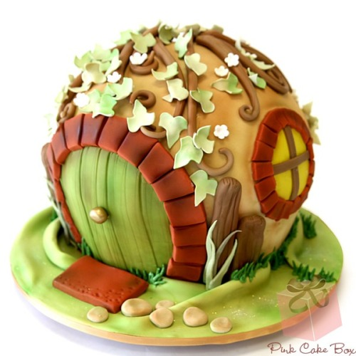 fandom-food:  Hobbit hole cake