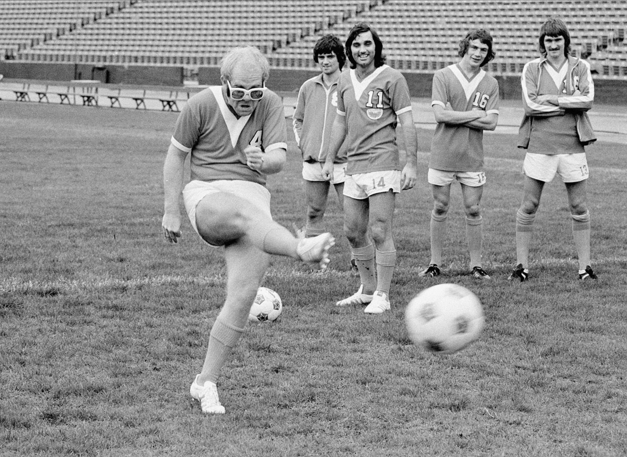 Former Los Angeles Aztecs part-owner, Elton John, alongside George Best.