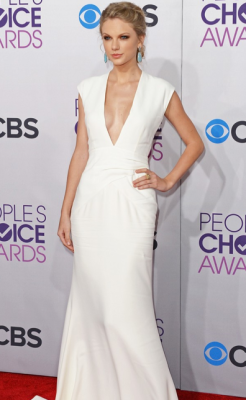 2013 PEOPLE'S CHOICE AWARDS - 'I AM STARSTRUCK'S BEST DRESSED 1ST PLACE: TAYLOR SWIFT  2013 has sure kicked off with a fabulous start in Hollywood, with the 2013 People's Choice Awards taking place today. The hottest stars in tinsel town attended the event at the Nokia Theatre in Los Angeles and we assure you that there was plenty to see when it came to the hot frocks and shocks in the fashion stakes! Here are the hottest red carpet photos for YOUR viewing pleasure! Image Source: Just Jared