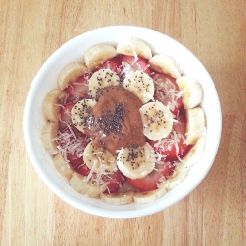 "meowlitaaa:  breakfast after a 12 hour ""nap"" 😸 rolled oats topped with strawberries, bananas, almond butter, coconut shreds, and chia seeds 🍓🍌👌"