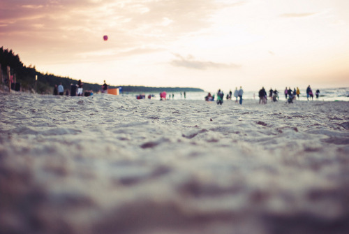 tostoptheworld:  Feel the sand in your shoes by yoostynaa on Flickr.