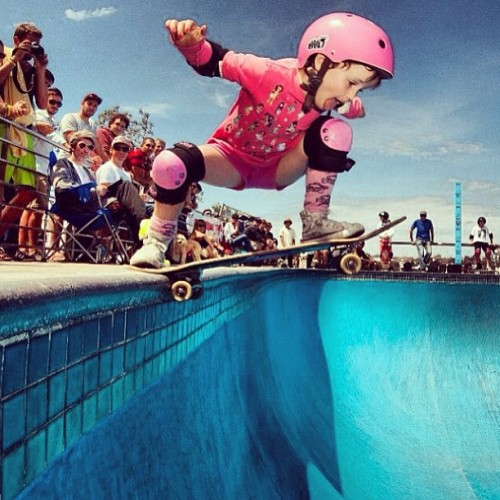 skatergirlinternational:  Awesome! A 6 years old little baby dropping in the bowl at Bondi! By Alex Donnini
