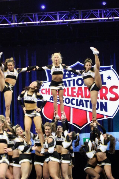 cheerharder:  justcheerforit:  cheer-is-religion:  cheer-for-eternity:  cheer-athletics-cheetahs:  Oh my god that one bases face  I DIDN'T SEE IT THE FIRST TIME HAHAHAH  hello flyer on the left im laFFIN SO HARD   that one base in a realllyyy deep squat lol  it gets funnier the longer you look at it