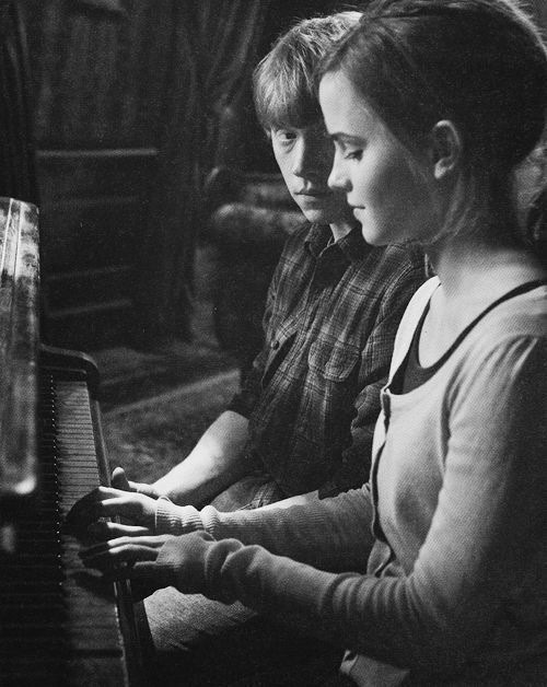 One of the cutest couples. I miss Harry Potter.