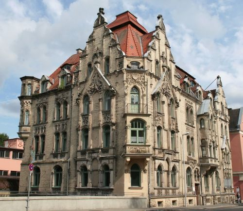 Carl Otto Leheis (architect) Mohrenstraße 9A, Coburg, Germany built in 1903 #Carl Otto Leheis #architecture#1903#Coburg#Germany#Art Nouveau#Gothic Revival