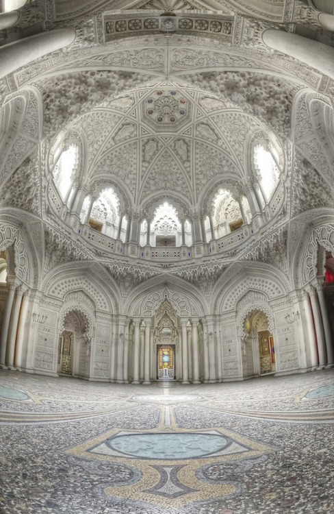 benrogerswpg:  Architecture, The Dome Room, Abandoned Castle, Italy http://bit.ly/WYvdBW