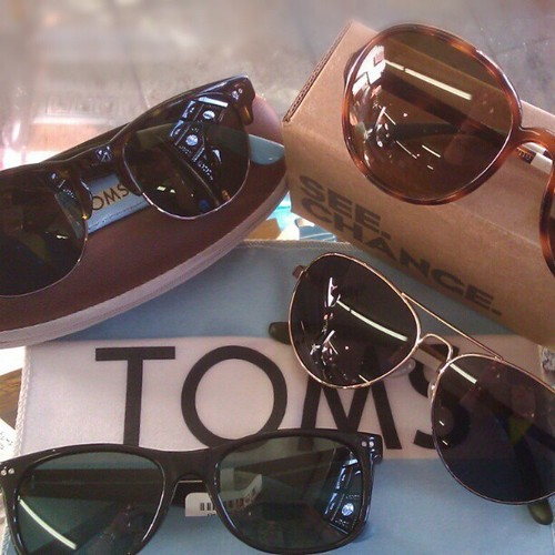 & don't forget: every pair of TOMS sunglasses comes with a microfiber cleaning cloth as well as a zip-up case! #abbadabbas #l5p #little5points #TOMS #sunglasses #oneforone #give