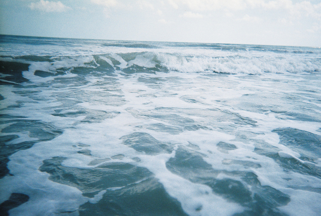 overwhelming-seas:  (by alyleighcarter)