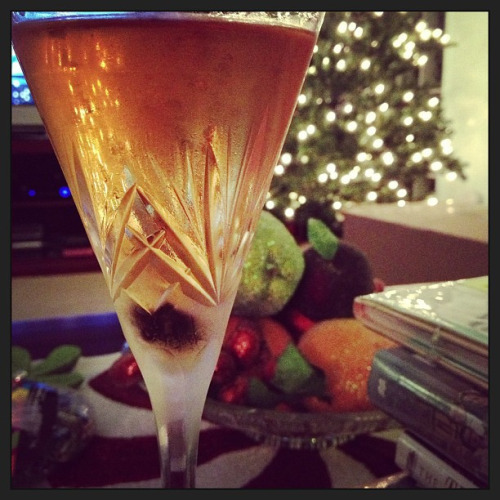 Metropole Ingredients: 1 1/2 oz brandy, 1 1/2 oz dry vermouth, 2 dashes orange bitters, 1 dash Peychaud's bitters. Stir with ice and strain into a chilled glass; garnish with a cherry. Source: Mr. Boston Kind of like a dry metropolitan, but with fancy bitters and a cherry. Did really do much for me, and the cherry added nothing.
