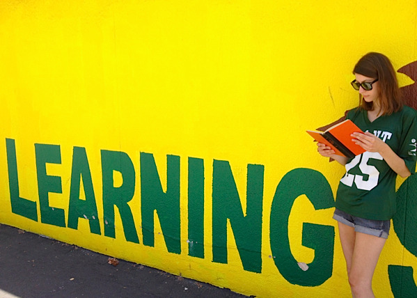 awesomepeoplereading:  Colleen Green reads.