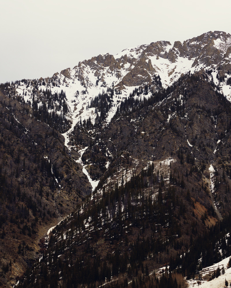 jesuisperdu:  thomasprior:  trying to drive and shoot pictures of snowy mountains II  clearly succeeding at both