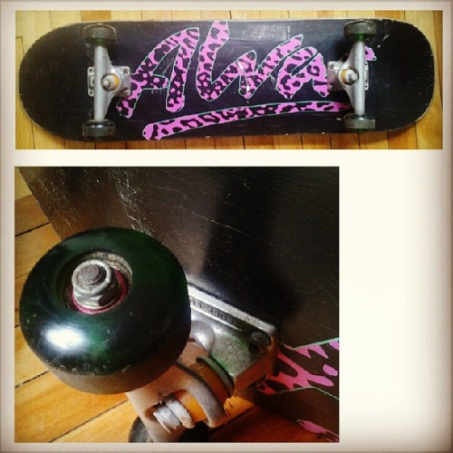 "Buy my alva skateboard! $50 or best offer (buy or trade)32"" L 9"" W. Independent trucks, silicone wheels. Tell your freeendz."