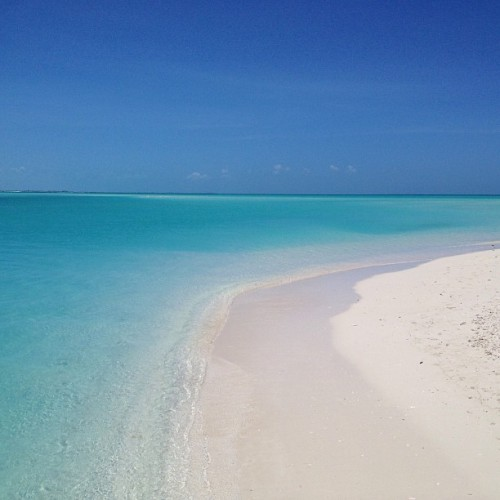 #nofilter #turksandcaicos #happymothersday @alisondrobiarz @lizziedrobs  (at The Sands at Grace Bay)