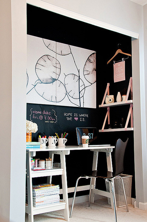 gorillabargains:  workspace in a nook with chalkboard wall (via apartment therapy)