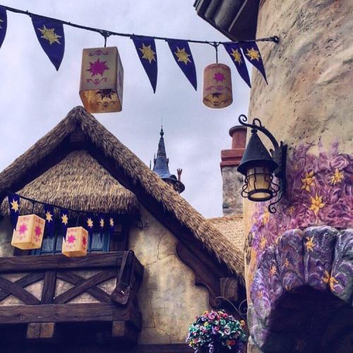 disney rapunzel tangled disney world fantasyland magic kingdom flynn rider