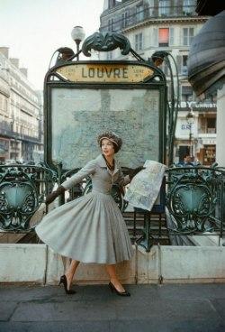 photoshoot christian dior fashion dress vintage paris metro Dior