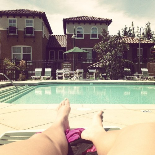 How I spend my morning on the last day of my vacation☀ #pool #tanning #sun #sanmarcos #california